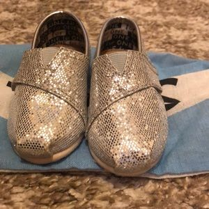 Toddlers sparkle Toms